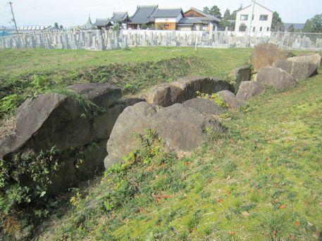 塚穴山古墳の横穴式石室と善福寺お墓