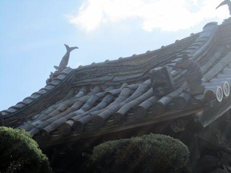 補巌寺鐘楼の屋根瓦