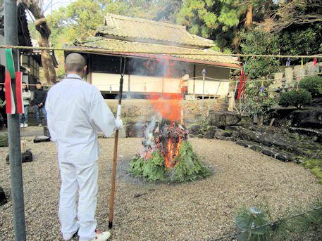 護摩壇の浄火