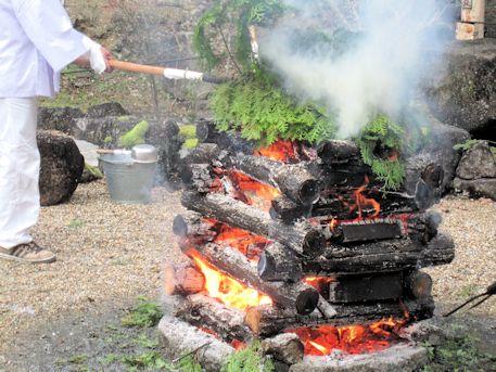 護摩壇の火