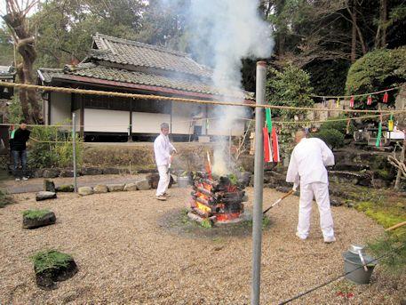 護摩壇の煙