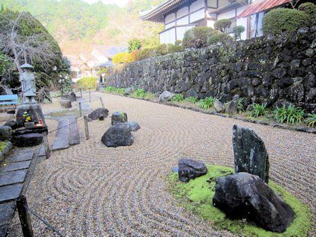 玄賓庵石庭と弘法大師像