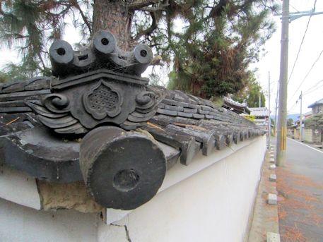 本光明寺の築地塀