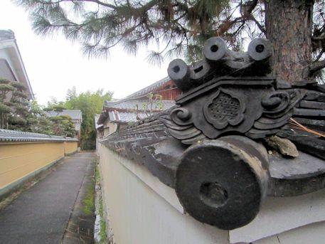 本光明寺の瓦