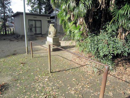 境内の鉄棒