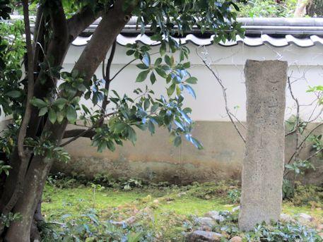 東大寺開山堂の石碑