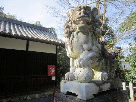 孝霊神社の阿形狛犬