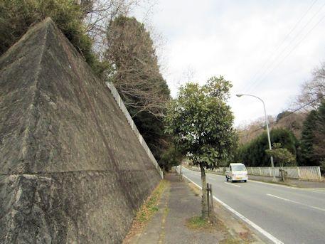 舞谷2号墳前の道路