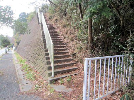 舞谷2号墳へ続く階段