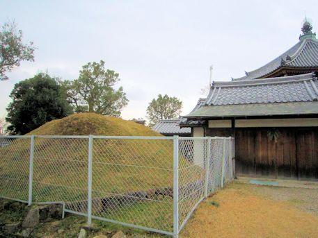 興福寺額塚と護摩堂