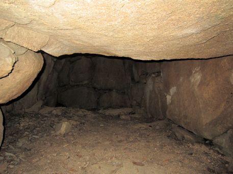 こうぜ1号墳東石室の玄門