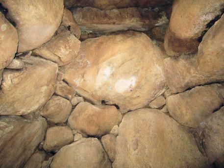 こうぜ1号墳東石室の玄室奥壁