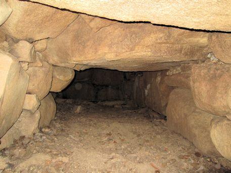 こうぜ1号墳東石室の羨道