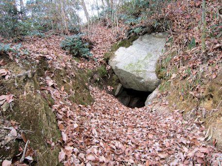 こうぜ1号墳西石室の開口部