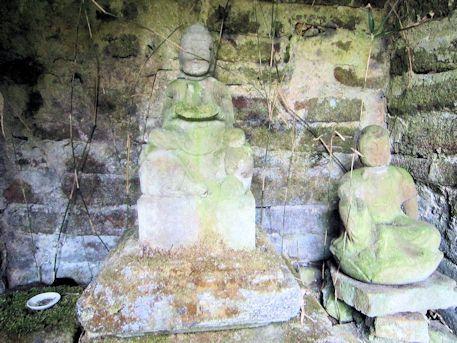 舞谷2号墳の石仏