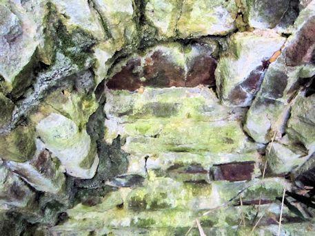 舞谷2号墳の天井石