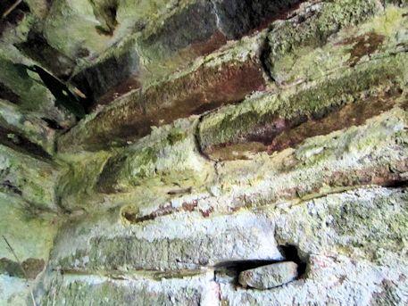 舞谷2号墳の側壁