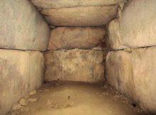 峯塚古墳の玄室