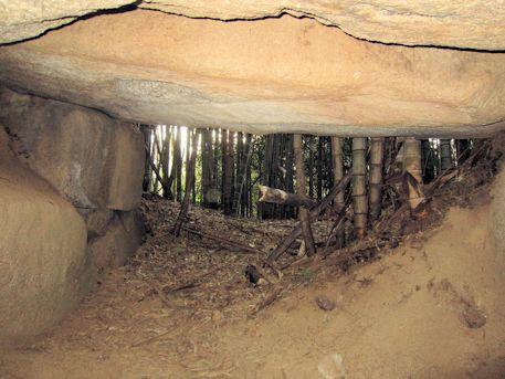 峯塚古墳の石室出口
