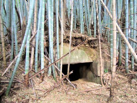峯塚古墳の石室開口部