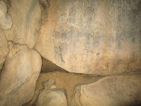 ウワナリ塚古墳の奥壁隙間