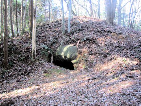 赤坂天王山3号墳の開口部