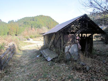 長瀬藪1号墳前の小屋
