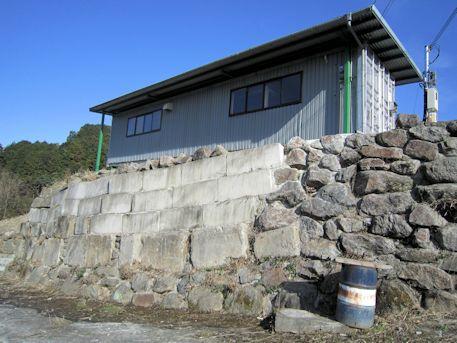 石垣上の小屋