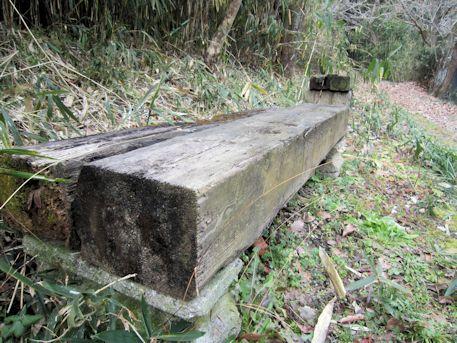 山の辺の道のベンチ