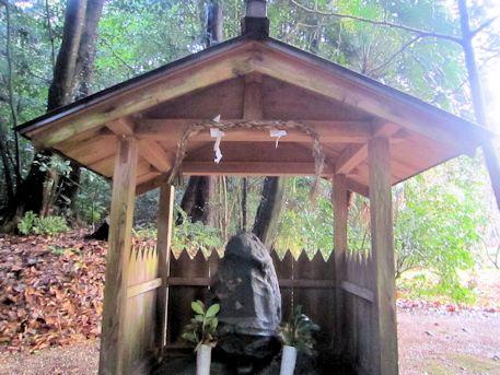 東大谷日女命神社の磐座