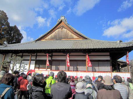 豆撒き前の西大寺愛染堂