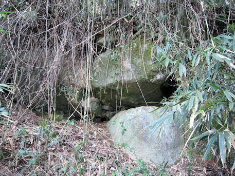 打上古墳の横穴式石室側壁