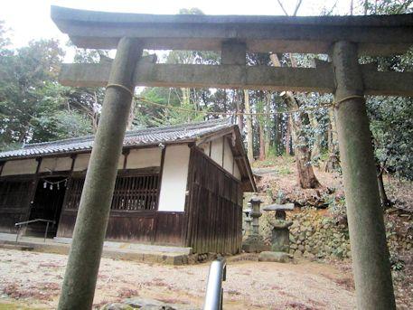 八坂神社鳥居と拝殿