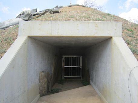 カンジョ古墳の横穴式石室開口部