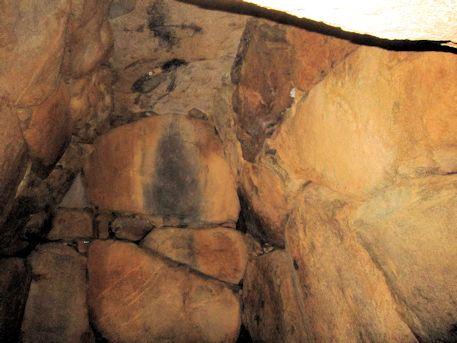 乾城古墳の石室