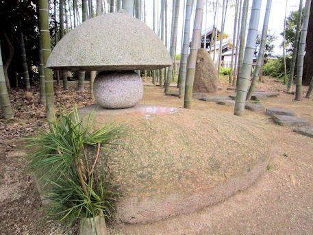 大安寺の美流孔塚