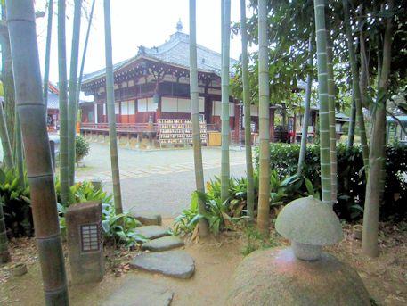 大安寺美流孔塚と本堂