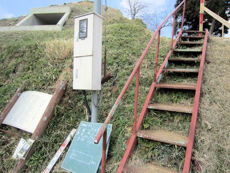 カンジョ古墳の階段