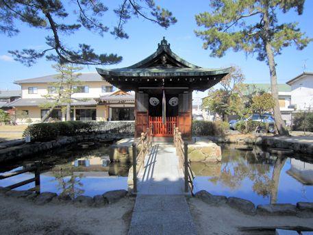 喜光寺弁天堂と池