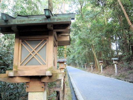 大神神社正参道の燈籠