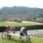 サイクリストと石舞台古墳