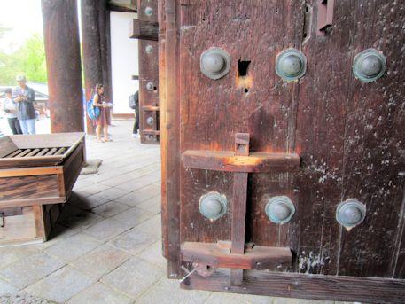 興福寺東金堂の扉