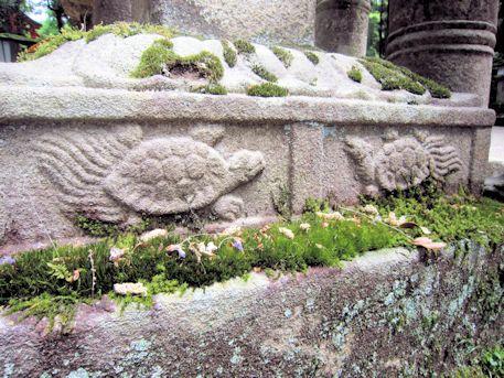 石燈籠の蓑亀