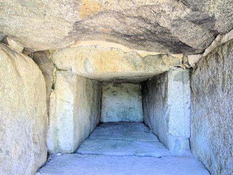 寺崎白壁塚古墳の横口式石槨