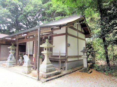 秉田神社拝殿