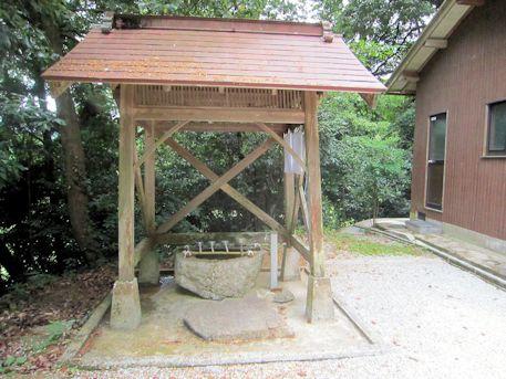 秉田神社の手水舎