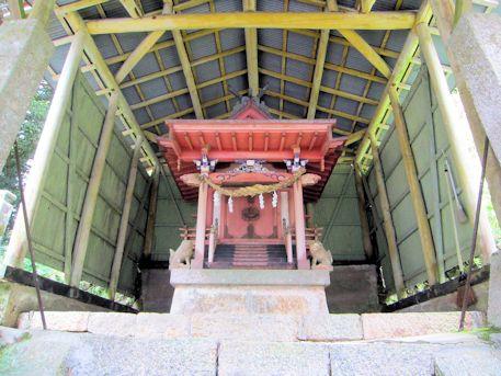 秉田神社本殿