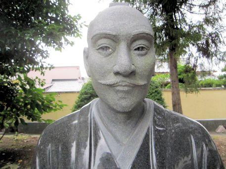 織田信長公座像