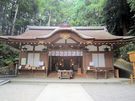 狭井神社拝殿