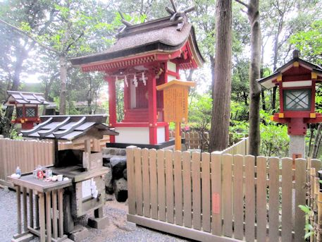 大神神社の市杵島姫神社